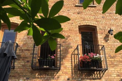 Studio to rent - North Street, Stamford