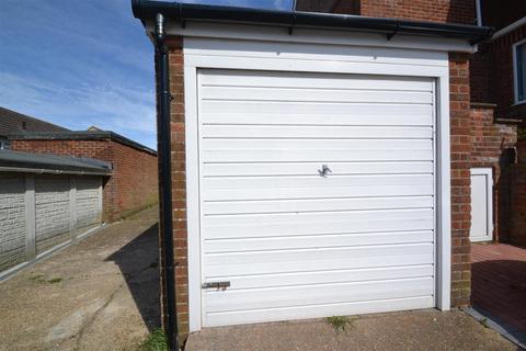 Garage to rent - Hawthorn Way, Mile Oak, Portslade, BN41 2HR