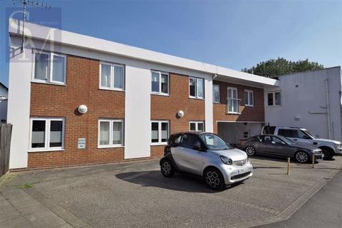 2 bedroom flat to rent - The Triangle, Loughton, Essex