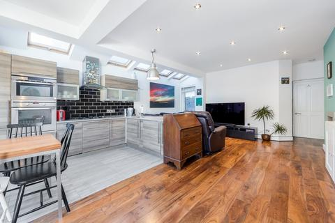 2 bedroom maisonette for sale - Davis Road, Shepherds Bush, London, W3