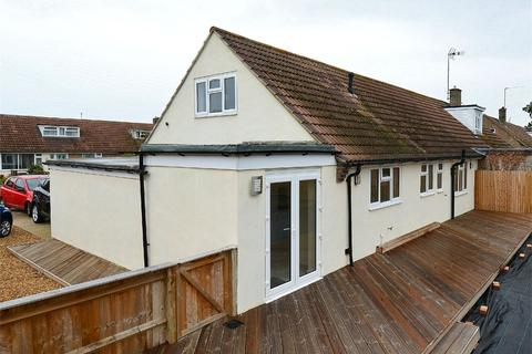 4 bedroom semi-detached house for sale - Oak Tree Close, St Ives