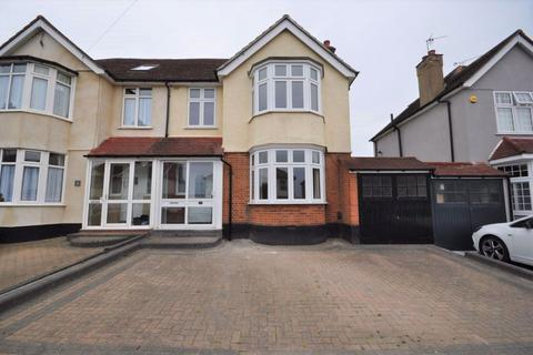 3 bedroom house to rent - Grey Towers Avenue, Hornchurch