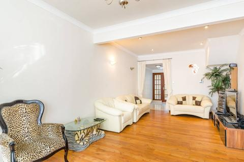 3 bedroom terraced house to rent - Halley Road, London, E7