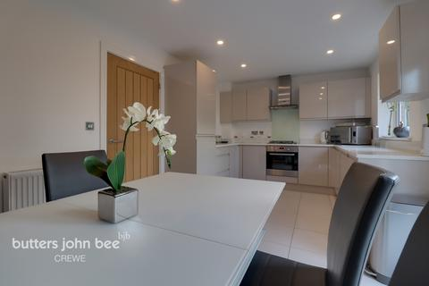 3 bedroom detached house for sale - Diamond Close, Shavington, Crewe