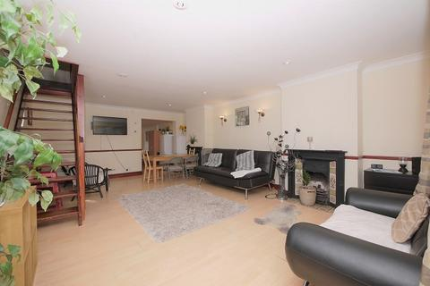 3 bedroom end of terrace house to rent - Idminston Road, Stratford E15