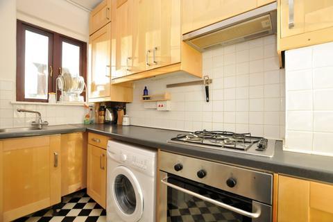 2 bedroom flat to rent - Harrington Hill, Clapton