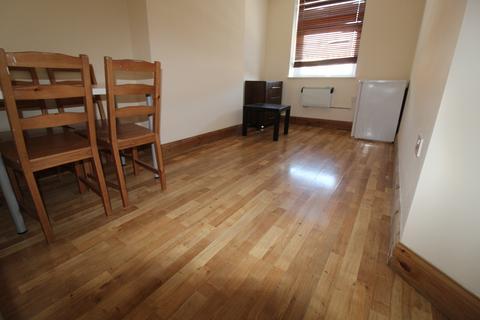 2 bedroom flat to rent - Keyes Road NW2