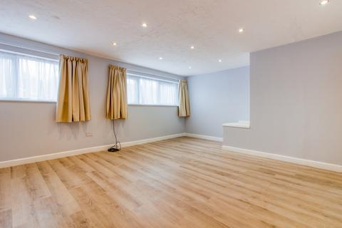 1 bedroom flat to rent - Horndean Road, Bracknell, RG12