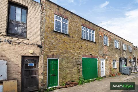 2 bedroom property with land for sale - Leicester Mews, East Finchley, N2