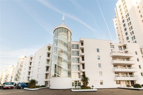 2 bedroom flat share to rent - Barrier Point, Royal Docks, London