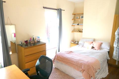 3 bedroom terraced house to rent - Claremont Road, Rusholme, Manchester