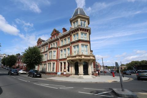 2 bedroom apartment to rent - Windsor Court, Windsor Road