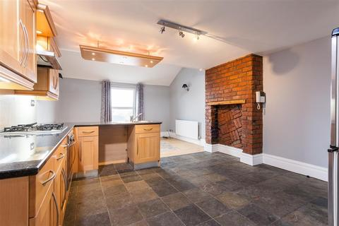 2 bedroom penthouse to rent - Station Road, Urmston
