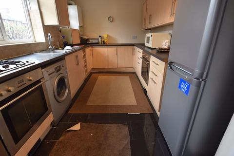 4 bedroom house to rent - 10 Langdale Gardens