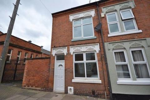 3 bedroom terraced house to rent - Lord Byron Street, Knighton Fields, Leicester, LE2 6DU