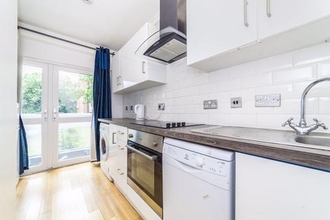 4 bedroom apartment to rent - Arnewood Close, Roehampton