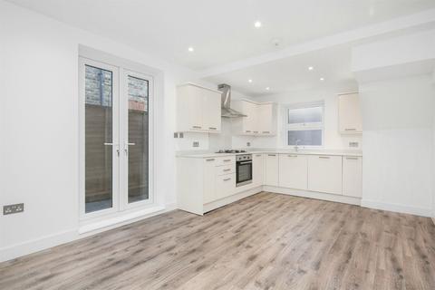 2 bedroom flat to rent - Oaklands Grove, Shepherds Bush, W12