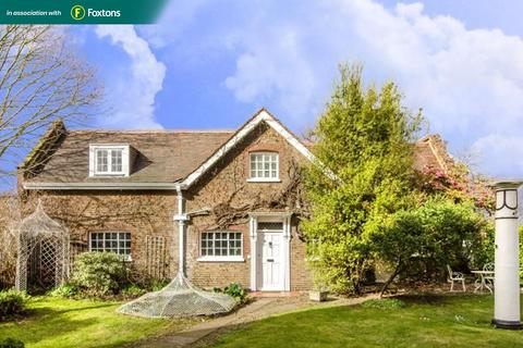 3 bedroom semi-detached house for sale - The Cottage, Macartney House, Chesterfield Walk, London, SE10 8HJ