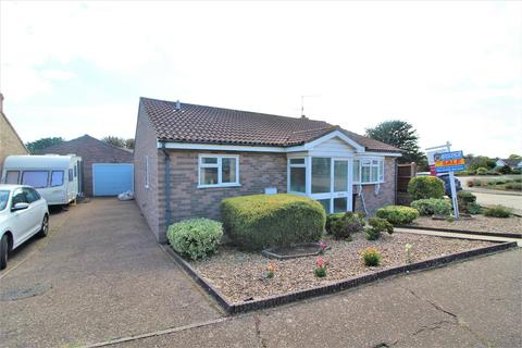 2 bedroom detached bungalow for sale - Brian Bishop Close, Walton On The Naze