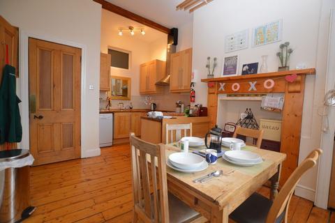 2 bedroom flat to rent - Hillside Crescent, Edinburgh  Available 11th November