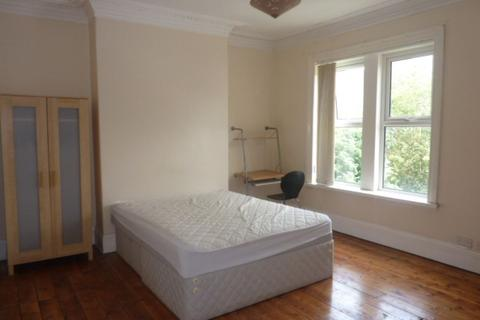 5 bedroom terraced house to rent - Third Avenue, Heaton