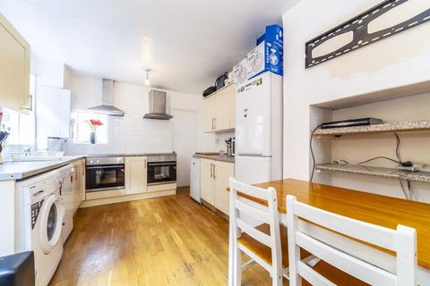 5 bedroom house to rent - Gastein Road, London