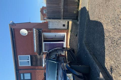 2 bedroom terraced house to rent - Finch Close, Lewsey Farm