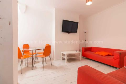 3 bedroom house to rent - Milnthorpe Street, Salford, M6 6DT