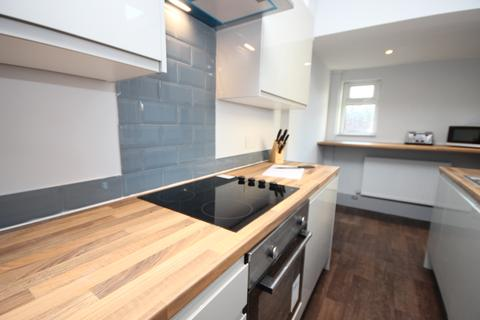 4 bedroom house share to rent - Milnrow Road, Shaw, OL2