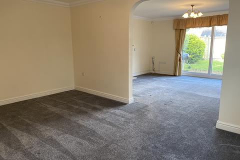 4 bedroom detached house to rent - Hitchin Road, Arlesey SG15