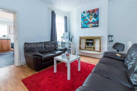 3 bedroom house to rent - Gerald Road, Salford, M6 6DH