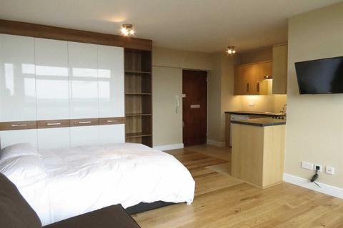 Studio to rent - Lyndhurst Court, St Johns Wood, NW8