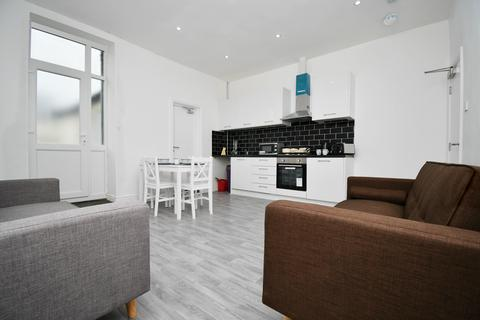 4 bedroom house share to rent - Accrington Road, Burnley BB11
