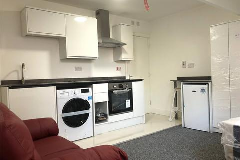 Studio to rent - Bewdley Road, Kidderminster, DY11