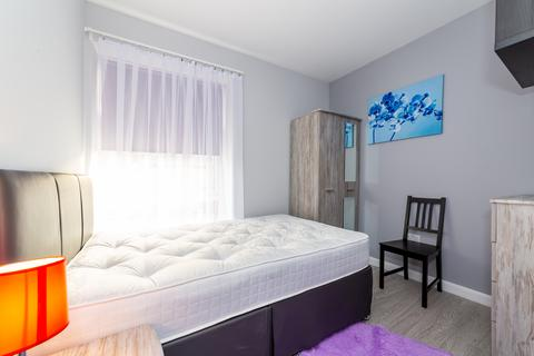 3 bedroom flat share to rent - Mill Yard, Barnbrook Street, Bury, BL9