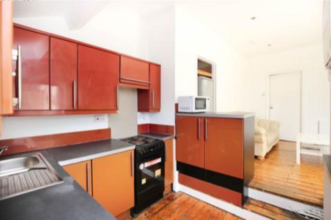 5 bedroom maisonette to rent - King John Terrace, Heaton