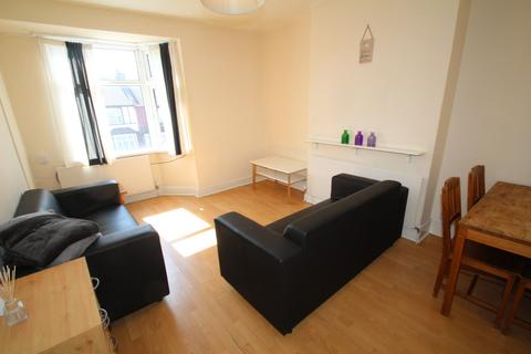 4 bedroom flat to rent - Pinner Road, Harrow HA1 4JP
