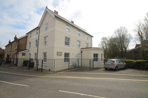 2 bedroom apartment to rent - Station Road, Liphook