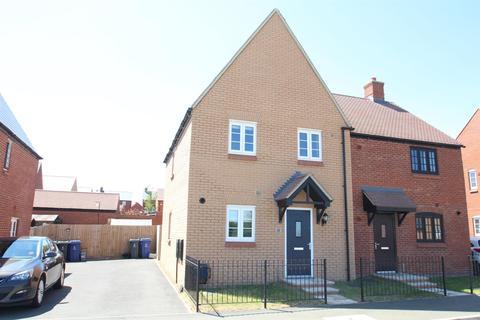 3 bedroom semi-detached house for sale - Aintree Avenue, Towcester