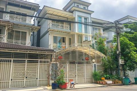 5 bedroom villa - Str.11, Sen Sok, Phnom Penh, KHSV18