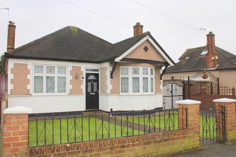 2 bedroom detached bungalow for sale - Hamilton Road, Feltham
