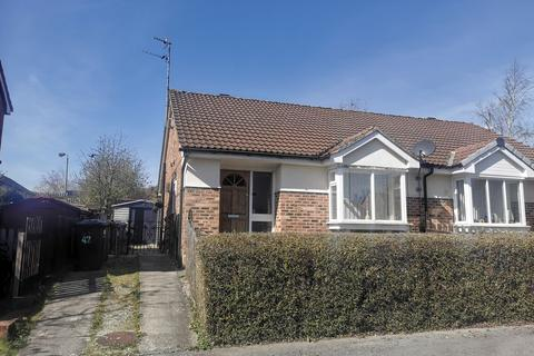 2 bedroom semi-detached bungalow to rent - Kingfisher Grove, Bradford, BD8