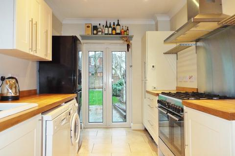 3 bedroom semi-detached house for sale - GREAT SCHOOL CATCHMENT! NO CHAIN! A MUST SEE!