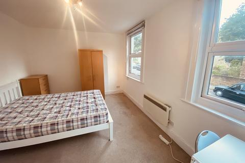 Studio to rent - Archway N19