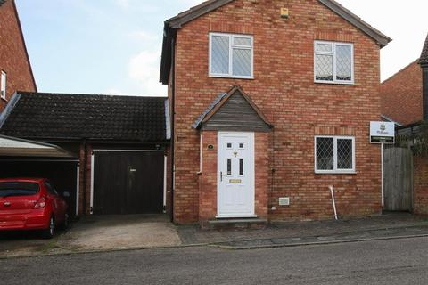 3 bedroom detached house for sale - Sewell Close, Aylesbury
