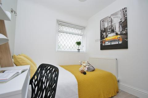 House share to rent - Du Cane Road , Ensuite Room Shared House