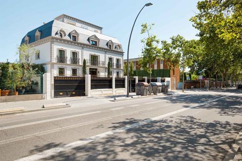 4 bedroom house - Avinguda Esplugues, Pedralbes, Barcelona, Spain