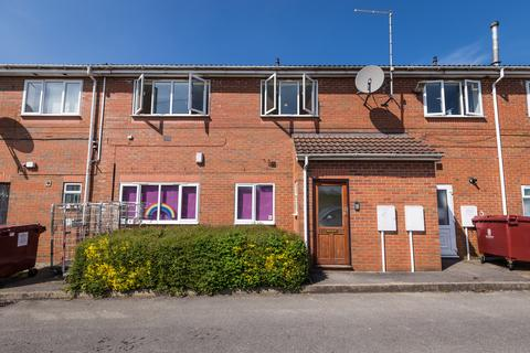 1 bedroom flat to rent - Silverstone Crescent, Packmoor, ST6 6XP