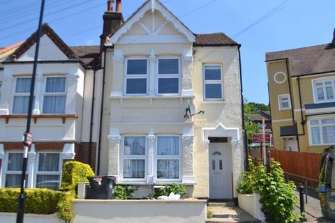 Studio to rent - Buller Road, Thornton Heath, London, CR7 8QY