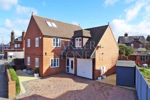 4 bedroom detached house to rent - Delightful Detached near Furze Platt